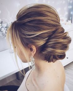 This chic french updo hairstyle perfect for any wedding venue - This stunning wedding hairstyle for long hair is perfect for wedding day,wedding hair #weddinghairstyles