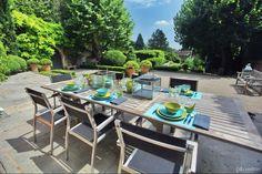 Une table en anis et turquoise
