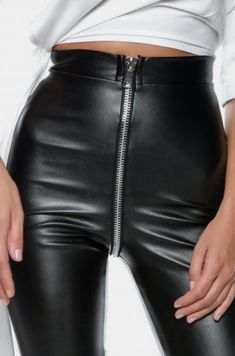 Skin-tight black faux leather pants with exposed aluminum zipper. Faux Leather Pants, Leather And Lace, Black Leather, Shiny Leggings, Leggings Are Not Pants, Leder Outfits, Linen Trousers, Leggings Fashion, Leather Fashion