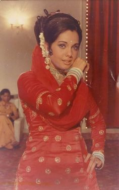 Mumtaz in Loafer Beauty Killer Palette, Facial For Dry Skin, Daily Beauty Routine, Belle Beauty And The Beast, Indian Star, Vintage Bollywood, Old Actress, Bollywood Stars, Beautiful Indian Actress