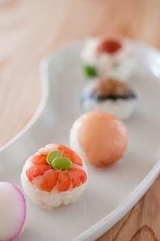 Japanese Food Temarizushi, Bite-Sized Sushi Balls (Recipe in Japanese) まんまる手毬寿司