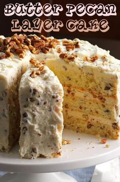 christmas cake Pecans and butter give this cake the same irresistible flavor as the popular butter pecan ice cream flavor. Layer Cake Recipes, Dessert Recipes, Layer Cakes, Poke Cakes, Bundt Cakes, Dessert Ideas, Cupcakes, Cupcake Cakes, Butter Pecan Cake