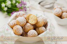 Le Castagnole alla ricotta sono dolcetti tipici del Carnevale. Una ricetta facile e veloce, preparata con ricotta nell'impasto che le rende morbidissime.