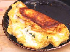 Habkönnyű sajtos omlett recept lépés 7 foto Hungarian Recipes, Hungarian Food, Tasty, Yummy Food, Brunch, Winter Food, Mashed Potatoes, Hamburger, Bacon