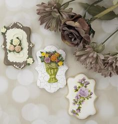 Autumn Floral Spray Cookies by Bobbie - http://cakesdecor.com/cakes/288949-autumn-floral-spray-cookies