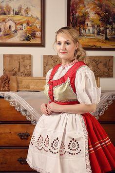 mvstudio.cz - kroje, které se nosí Folk Costume, Costumes, People Of The World, Czech Republic, Folk Art, Flower Girl Dresses, Bohemian, European Countries, Hungary