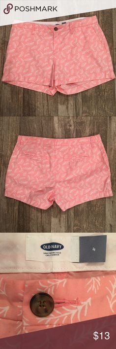 """💖PINK AND WHITE SIZE 4 OLD NAVY SHORTS-EUC💖 💖PINK AND WHITE OLD NAVY SHORTS SIZE 4. SIDE POCKETS AND BACK FAUX SLIT POCKETS. LIKE NEW. INSEAM IS 3"""". BUNDLE AND SAVE💖 Old Navy Shorts"""