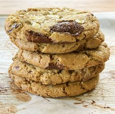 I love chocolate chip cookies, and these olive oil triple chocolate chunk cookies are my new favorite. The olive oil is subtle, but adds to the flavor. Chocolate Chunk Cookies, I Love Chocolate, Chocolate Cream, Thing 1, No Bake Cookies, Cookie Bars, Jessie, Olive Oil, Caramel