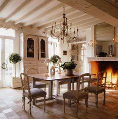 Keltainen talo rannalla: Koteja ja sisustusta