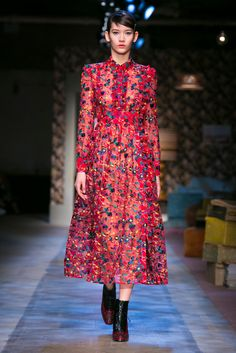 At Erdem, the collection dipped into heritage fabrics and classic forms. (Photo: Nowfashion)