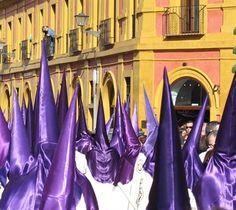 Die spanische #Osterwoche / Semana Santa 2014 wird in #Sevilla frenetisch und farbenfroh gefeiert. Tipps zu den besten #Prozessionen und zu Terminen, die man nicht verpassen sollte. http://www.ferienwohnungen-spanien.de/Sevilla-Stadt/artikel/ostern-in-sevilla-andalusische-leidenschaft-zur-semana-santa  #OsterninSpanien #Karwoche #Semanasanta #Sevilla #Andalusien