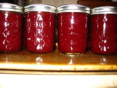 Christmas Jam 3 cups cranberries 1 orange, peeled and seeded 2 teaspoons orange zest (from above orange) 1 (10 ounce) package frozen sliced strawberries, slightly thawed 1/4 teaspoon ground cloves 1/4 teaspoon ground cinnamon 4 cups sugar 1/2 cup water 1 (3 ounce) packet liquid fruit pectin (1.75 - 2 oz of dry pectin (3.5-4 Tbs)).. Jelly Recipes, Jam Recipes, Canning Recipes, Holiday Recipes, Christmas Jam, Christmas Baking, Salsa Dulce, Canned Food Storage, Sauces