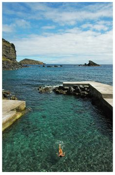 ... nas suas piscinas naturais. / ... in its natural pools. #açores #azores #tapportugal - Graciosa Island