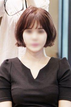 시스루뱅 단발머리 염색추천 핑크브라운염색 :p : 네이버 블로그 Japanese Short Hair, Short Hair Cuts, Short Hair Styles, French Bob, About Hair, Hairstyles With Bangs, Hair Inspiration, My Hair, Hair Makeup