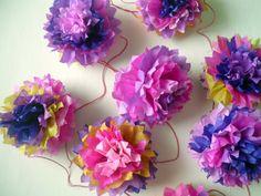 44 guirnaldas de papel, tela, cintas, lana, blondas, todas artesanales | Manualidades y Reciclados Paper Art, Paper Crafts, Lana, Origami, Floral Wreath, Wreaths, My Style, Party, Home Decor