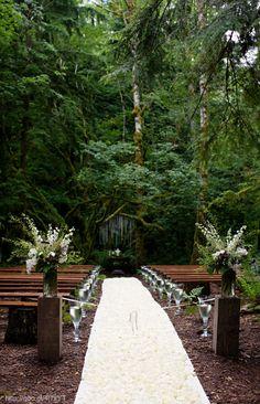 Decoración para la ceremonia de la boda en color café y madera #brown #wood #Wedding #decor #YUCATANLOVE