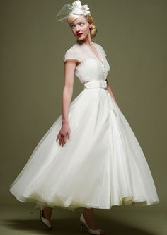 White Wedding Dresses A Line 2015 Tea Length Wedding Gowns Cap Sleeves Bohemain Bridal Dresses With Bow Vestido Noiva Casamento Wedding Dress Organza, Tea Length Wedding Dress, Tea Length Dresses, Tulle Wedding, Bridal Gowns, Wedding Gowns, 1950 Wedding Dress, Wedding Vintage, Ivory Wedding