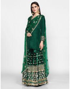 Pakistani Fashion Party Wear, Pakistani Dress Design, Indian Fashion, Sharara Designs, Lehenga Designs, Dress Indian Style, Indian Dresses, Indian Suits, Velvet Suit Design