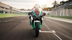 Meet Energica Ego Corsa – The Official MotoE™ Motorcycle Motogp, Motorcycle News, Motorcycle Design, Motorcycle Wallpaper, Full Throttle, Bike Reviews, Golf Bags, World Cup, Racing