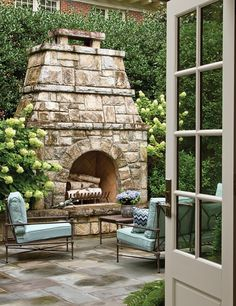 Fifteen Gardening Recommendations On How To Get A Great Backyard Garden Devoid Of Too Much Time Expended On Gardening The Architectural Duo Of Spitzmiller And Norris Combine Their Talents With Interior Designer Teri Duffy To Rework An Atlanta Home. Outdoor Living Areas, Outdoor Rooms, Outdoor Decor, Atlanta Homes, Stone Houses, Southern Homes, House And Home Magazine, Home Living, Plein Air