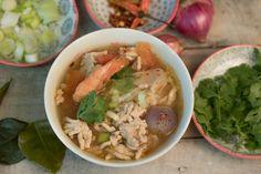 Tom Yam Noodle Soup mit Poulet und Riesencrevetten