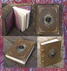 [ES] Este pequeño cuaderno lo hice como parte del regalo de . Es un encuadernado copta tamaño 1/8 de carta. Tapas de MDF pirograbadas con el mismo diseño celta de la caja. Cierra con...