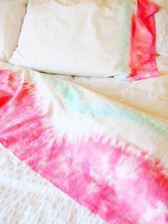 DIY tye dye sheets... I have been wanting to do this for a while but hadn't found a design that was classy enough but I love this one! I would change the pink to purple or navy though ;)