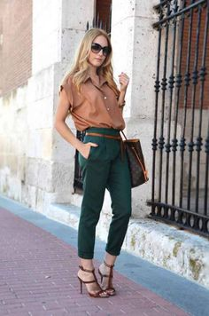 Green and brown classy outfit. Outfit by Oh My Vogue Colored Pants Outfits, Khaki Pants Outfit, Casual Chic, Work Fashion, Fashion Looks, Kurta Designs Women, Fashion Story, Women's Fashion Dresses, Dress To Impress