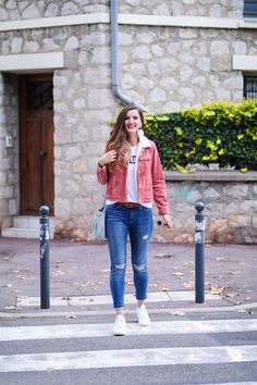 Veste en velours rose Tops, Women, Fashion, Outfit, Moda, Fashion Styles, Fashion Illustrations, Woman