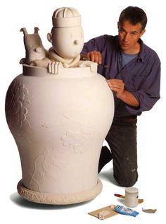 Jean-Marie Pigeon, véritable précurseur de la sculpture de Bande Dessinée • Grande Jarre Tintin Lotus Bleu • © 1995 Hergé/Moulinsart