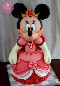 Minnie Mouse Cake- My friend Gosia would LOVE this cake! :-)
