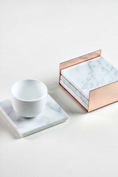 The New Luxe Decor Brand you need to know About 2019 square marble coasters with copper holder from marble and metal The post The New Luxe Decor Brand you need to know About 2019 appeared first on Metal Diy. Gold Kitchen, Kitchen Decor, Copper And Marble, Luxe Decor, Marble Furniture, Marble Board, Marble Coasters, Metal Projects, Home And Deco