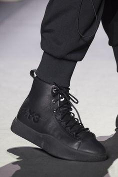 watch e2f8e a3d86 Y-3 Fall 2018 Men s Fashion Show Details - The Impression Herrfrisyrer  Mode, Modeskor