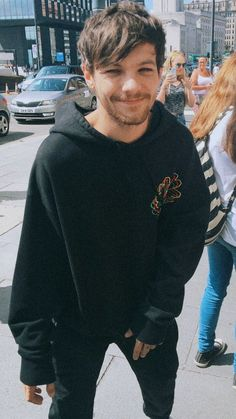 Grupo One Direction, One Direction Louis, One Direction Pictures, Bae, Louis Tomilson, Louis And Harry, Louis Williams, I Like Him, Larry Stylinson