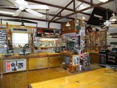 by mtneer_man – DIY WoodWorking Projects Photo Home Workshop, Garage Workshop, Cool Garages, Garage Tools, Diy For Men, Living Styles, Woodworking Projects Diy, Garage Organization, World Best Photos