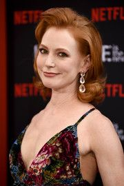 Alicia Witt Flip - Alicia Witt looked charming with her flipped 'do at the premiere of 'Orange is the New Black' season Celebrity Look, Celebrity Pictures, Celeb Style, Alicia Witt, Kelly Preston, Gorgeous Redhead, Hairstyle Look, Shoulder Length Hair, Orange Is The New Black