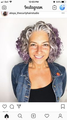 That's natural, made from the earth hair color 🙌🏽 Grey Curly Hair, Curly Hair Tips, Short Curly Hair, Short Hair Cuts, Curly Hair Styles, Curly Girl, Grey Hair Transformation, Grey Hair Inspiration, Permed Hairstyles