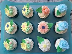How to decorate cupcakes with fondant - cute baby shower cupcakes