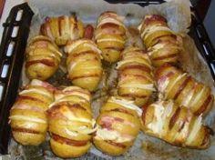 Zapečené brambory plněné sýrem, slaninou a klobásou. Skvělý recept!