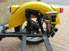 Cantilever Suspension, Vespa Bike, Reverse Trike, Custom Bikes, Hot Rods, Motorcycles, Gadgets, Construction, Building