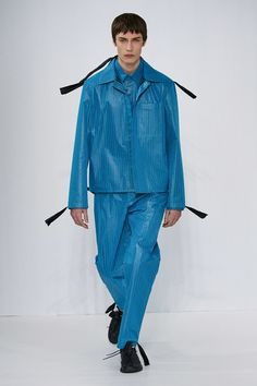 Craig Green Fall 2020 Menswear Fashion Show Collection: See the complete Craig Green Fall 2020 Menswear collection. Look 30 Fashion Week, High Fashion, Mens Fashion, Paris Fashion, Fashion Trends, Vogue Paris, Green News, Craig Green, Fashion Show Collection