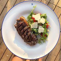 When you get a beautiful meal @chucsrestaurants and youre a happy little bunny  steak anyone?  #GetHealthy #HealthyLife #HealthTalk #EatClean #EatLocal #FitFood #GlutenFree #HealthyEating #HealthyRecipes #Nutrition #Paleo  #BalancedEating #LondonFitness #Classpass #BarreGirls #BarreBody #BarreFitness #Retreats #yogalifestyle #yogaforall #invisibleyogis #fuelyourbody #macrocounting