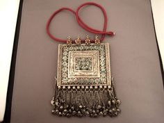 A view of the entire necklace -pendant ...