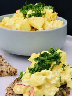 æggesalat med hytteost og æbler er super lækkert pålæg Vegetarian Recipes, Cooking Recipes, Healthy Recipes, Waldorf Salat, Do It Yourself Food, Healthy Snacks, Healthy Eating, Good Food, Yummy Food