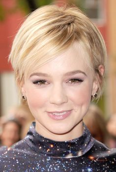 Carey Mulligan pixie haircut, I'm going to have to figure out color. It's coming in SO much darker than before! Popular Short Hairstyles, Pixie Hairstyles, Pixie Haircut, Cool Hairstyles, Party Hairstyles, Hairstyles Pictures, Hair Styles 2014, Hot Hair Styles, Carey Mulligan Hair
