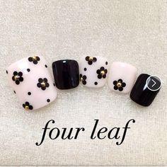 Pedicure Designs, Diy Nail Designs, Simple Nail Designs, Aloha Nails, Nail Disorders, Flower Nail Art, Pretty Nail Art, Stylish Nails, Gold Nails