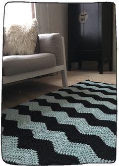 List of attractive matto virkattu ohje ideas and photos Diy Crochet Rug, Chevron Crochet, Crochet Carpet, Tunisian Crochet, Crochet Home, Shag Rug, Arts And Crafts, Victorian, Knitting