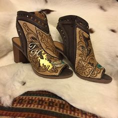 Tooled to High Heel Heaven - COWGIRL Magazine