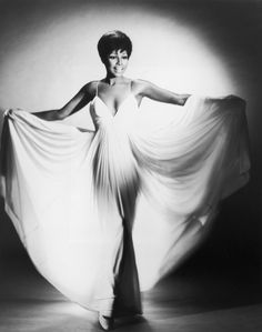 The always stunning Diahann Carroll. | 29 Old School Black Actors Who Were Absolute Stunners