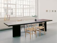 E15 PA01 Isaac Dining Table Smoked Oak with wishbone chairs